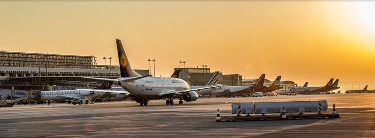 STR-airport_sonnenaufgang